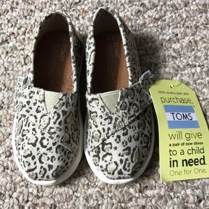 NWT Toms leopard print shoes toddler sz 7